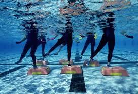 یک ساعت و نیم ورزش در آب